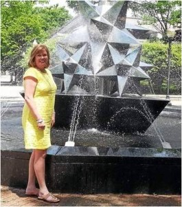 Kelle_Sutliff and Fountain